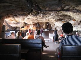 Interior de la sala principal de la Cova d'en Xoroi.