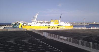 Parking donde embarcan los vehículos en el dique de Son Blanc