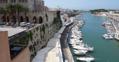 Terraza de Cas Consol sobre el Puerto de Ciutadella