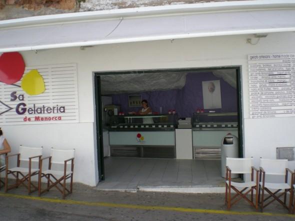 Interior de Sa Gelateria en el puerto de Cituadella