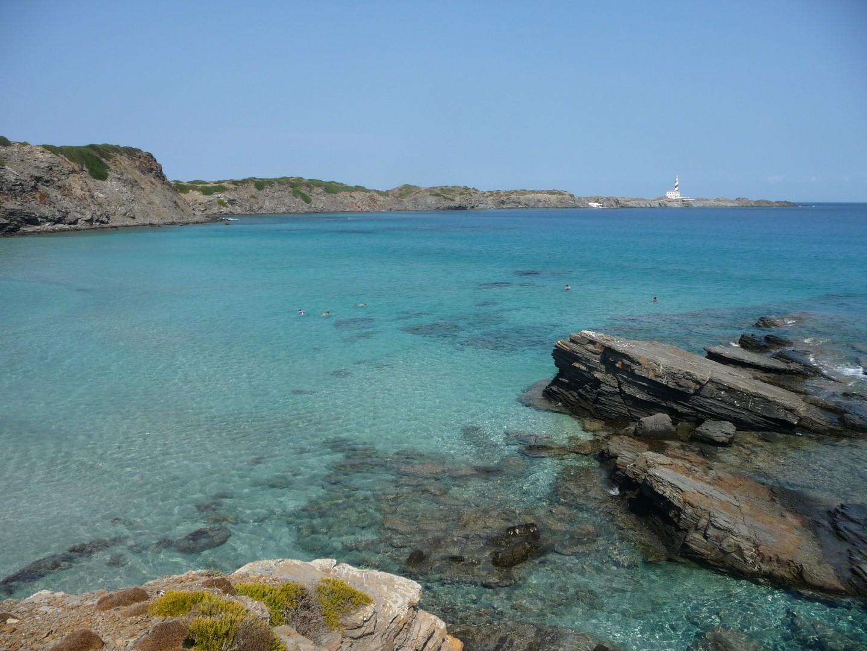 Faro Favàritx visto desde Cala Presili