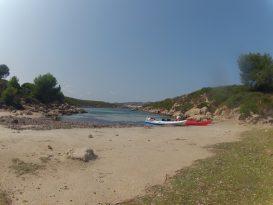 Kayaks en la orilla de Cabra Salada