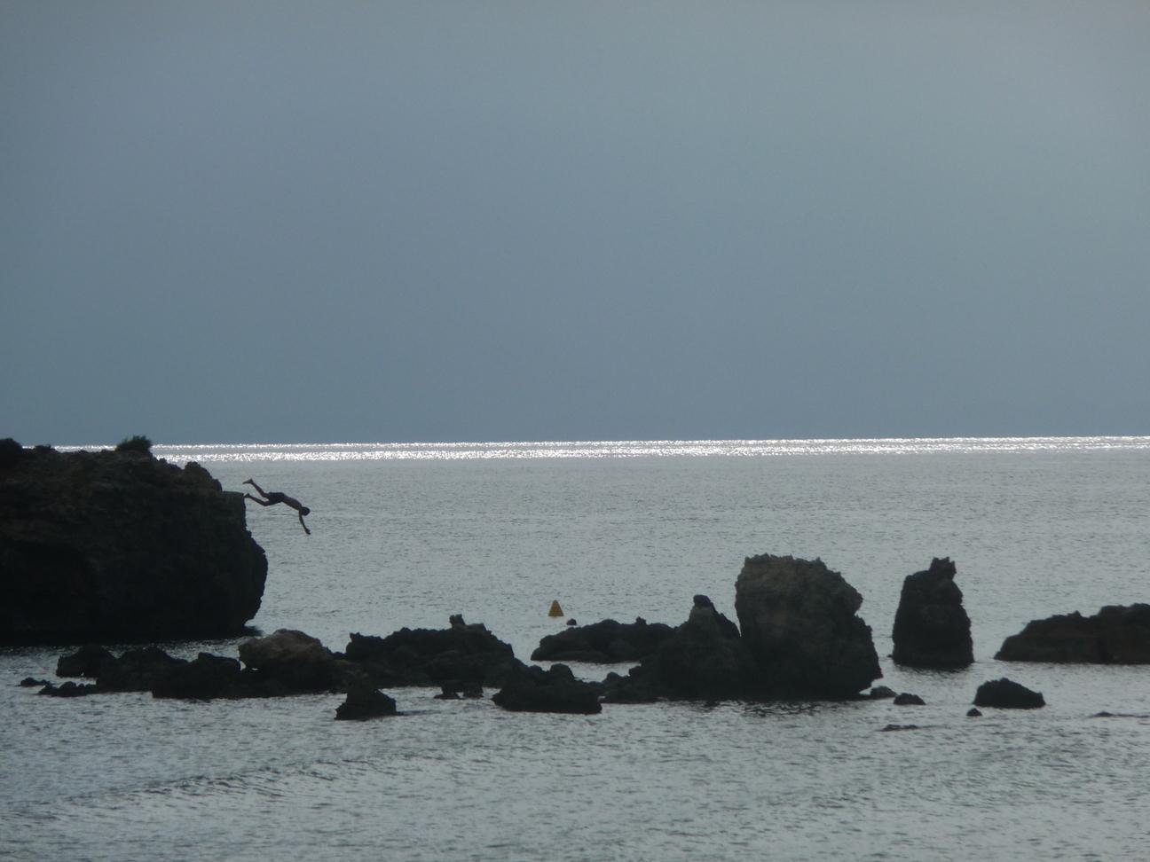 Salto desde el islote de Binicodrell