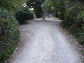 Camino de tierra hacia Cala Rafalet