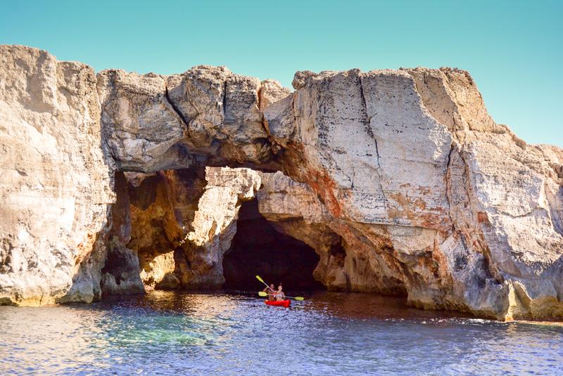 Cuevas de la Costa de Menorca con Faralmar