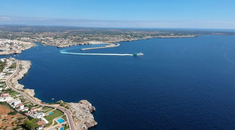 Balearia Saliendo de Ciutadella