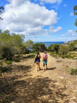 Camino hacia los miradores de Macarella