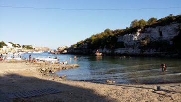 Embarcaciones en Cala Alcaufar