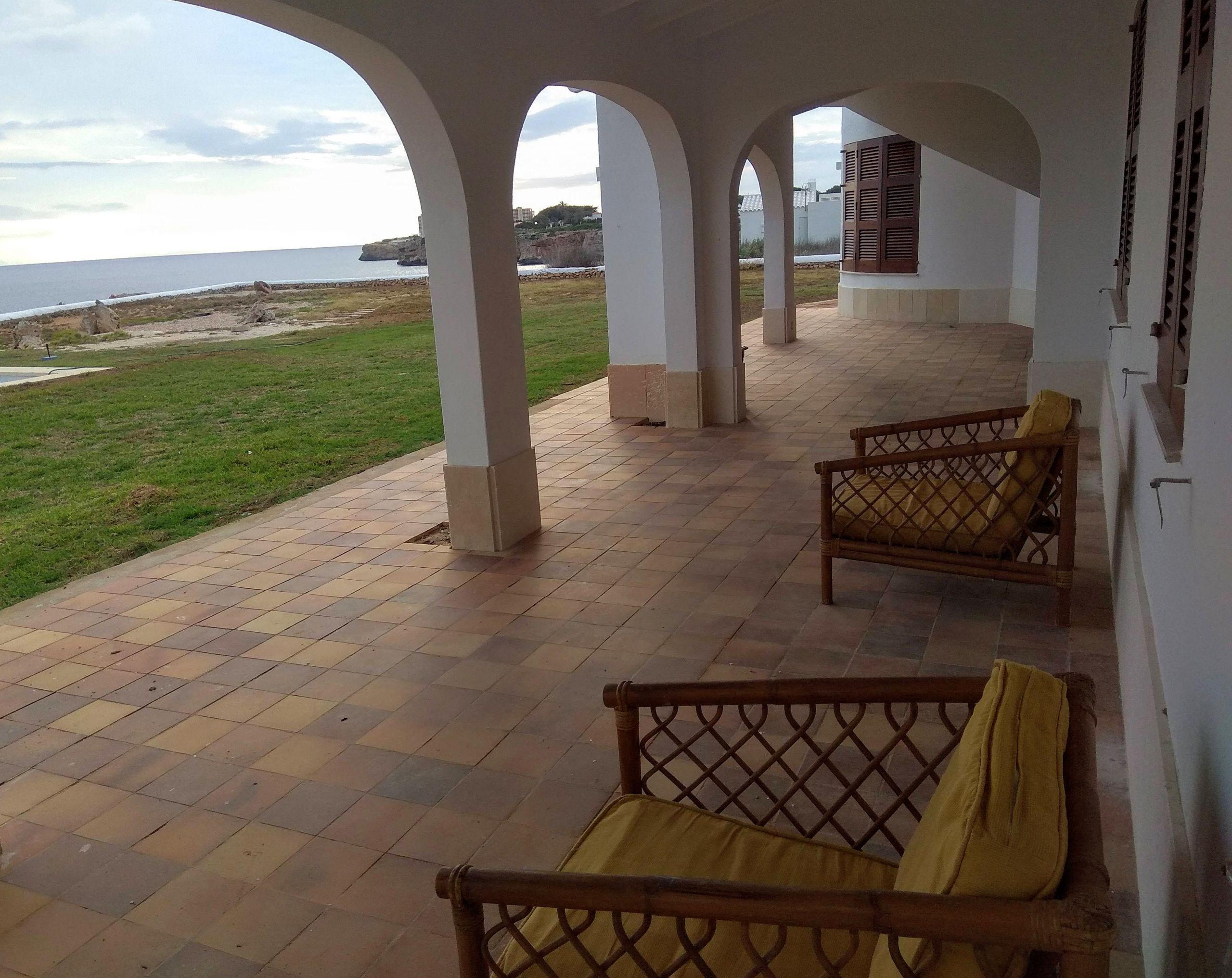 Terraza con vistas al mar casa menorca