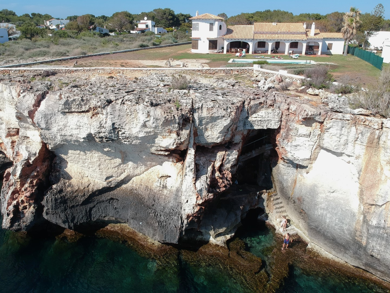 Casa en menorca con jardin piscina y bajada al mar